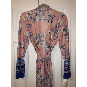 NWT Beautiful Pink & Blue Kimono Style Robe